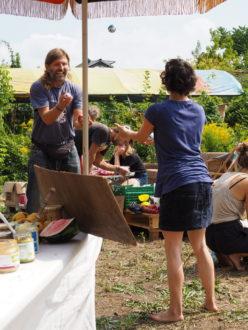 Jonglage im Gemeinschaftsgarten @ Wurzelwerk Pieschen