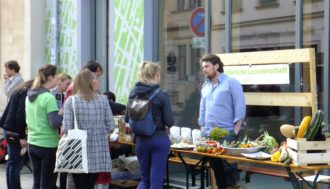 Markt der Utopien (mit Solawi) & Streetfood @ riesa efau